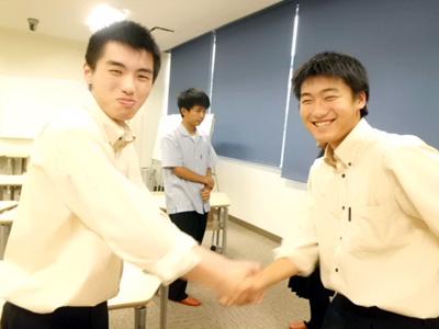 英語で自己紹介 笑顔で握手