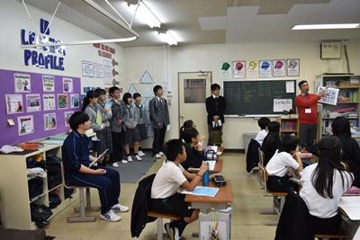 英語で算数をしている授業を見学